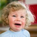 Ребенок плачет без причины что делать?