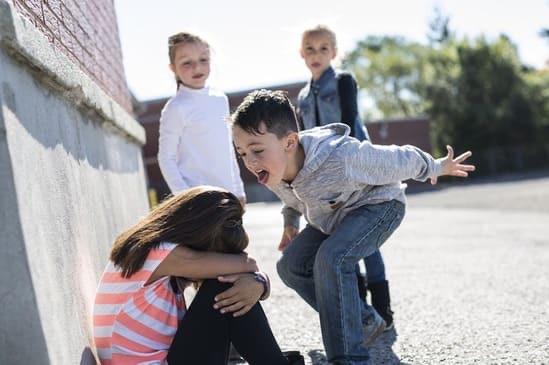 Ребенка обижают в школе, что делать