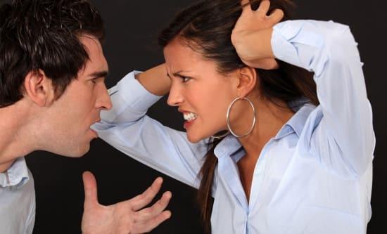 Женщина ревнует и оскорблена