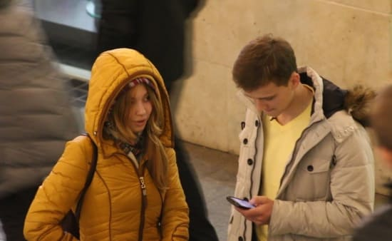 Как взять телефон у девушки при знакомстве