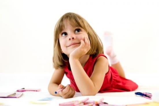 Почему ребенок разговаривает сам с собой