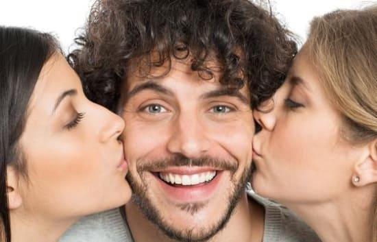 Почему мужчина встречается с двумя одновременно