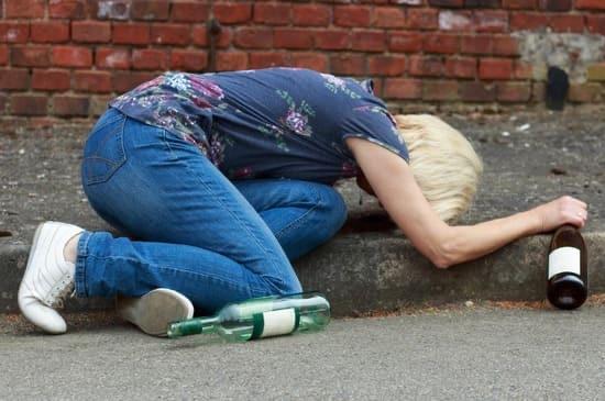 Признаки деградации: алкоголизм