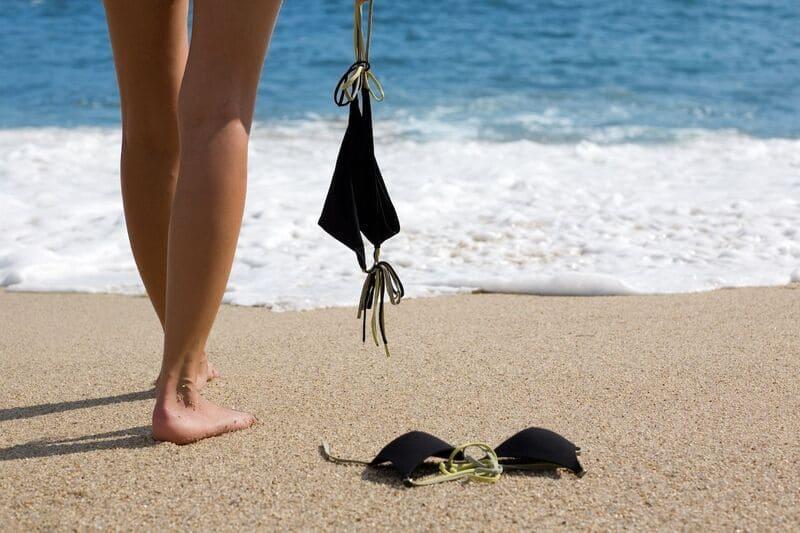 Эксгибиционистка на пляже