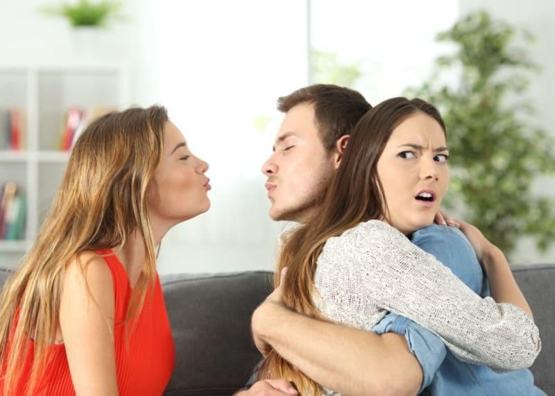 Как соблазнить мужчину у которого есть жена?
