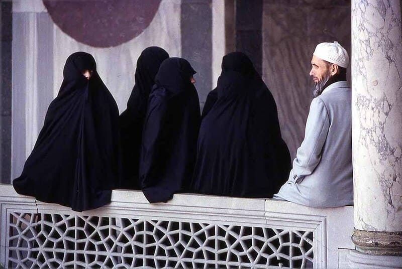 Полигамия у мусульман