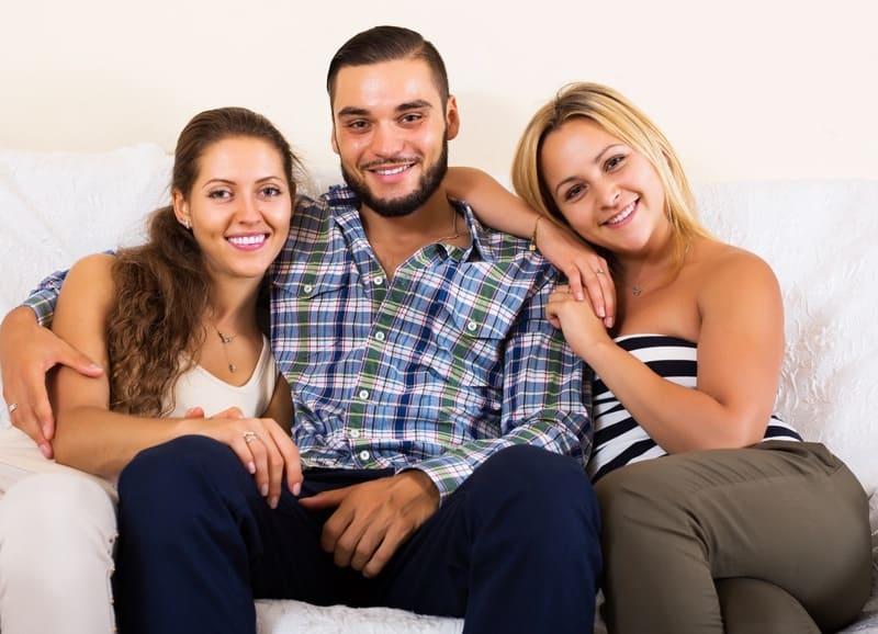 Что такое полигамный брак с точки зрения психологии?