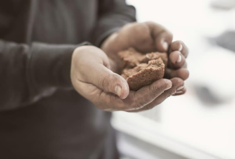 Чем отличается доброта от милосердия?