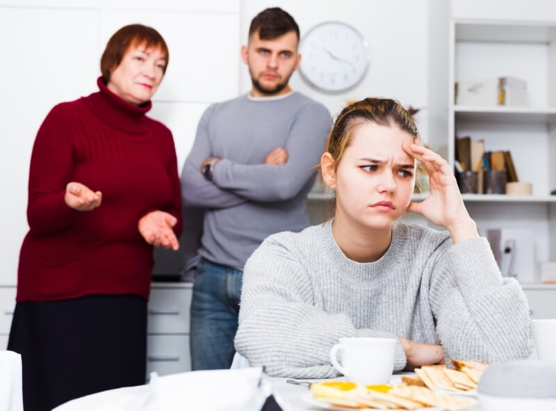 Как сепарация от родителей мешает личной жизни?
