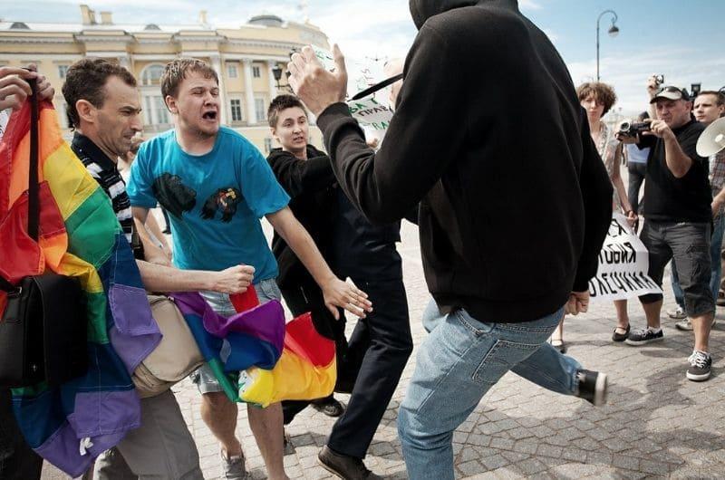 Как проявляется гомофобия